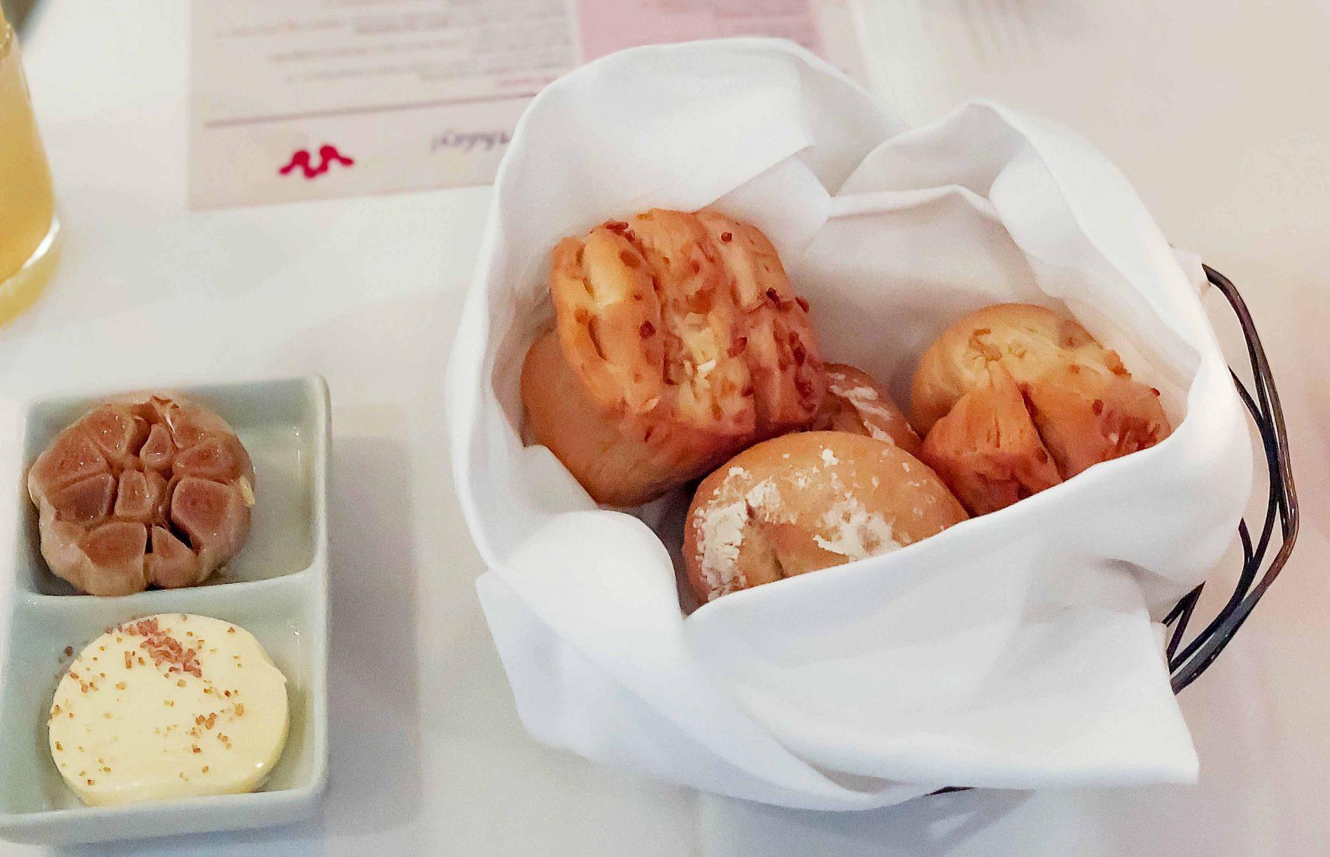 Onion Pull-Apart Rolls {Yachtsman Steakhouse} 1